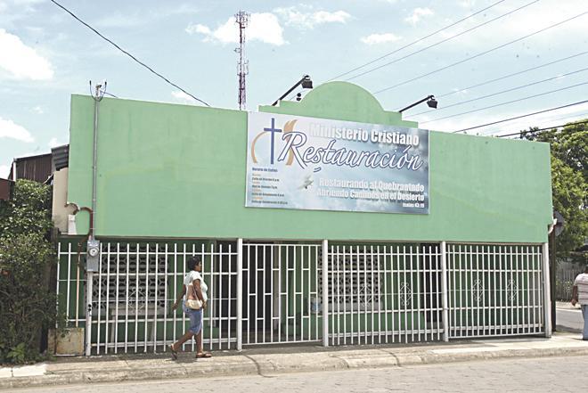 En la Iglesia de Dios Evangelio Completo, en Santa Cruz, el pastor Gutiérrez supuestamente abusó sexualmente de varios de sus fieles