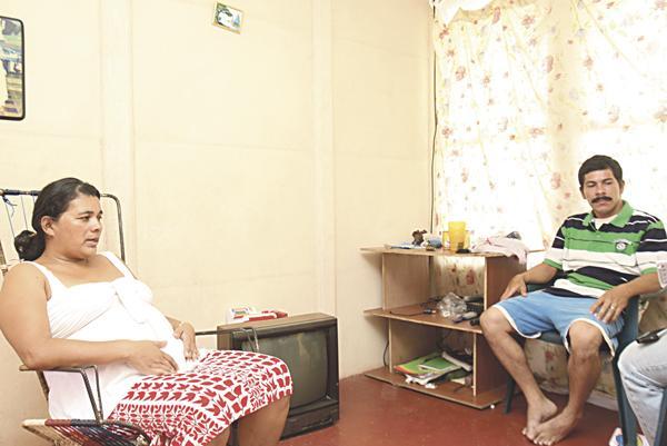 Mariliz y su esposo Wilmer recibieron a DIARIO EXTRA para revelar lo vivido con el pastor, a quien le confiaron sus cosas personales
