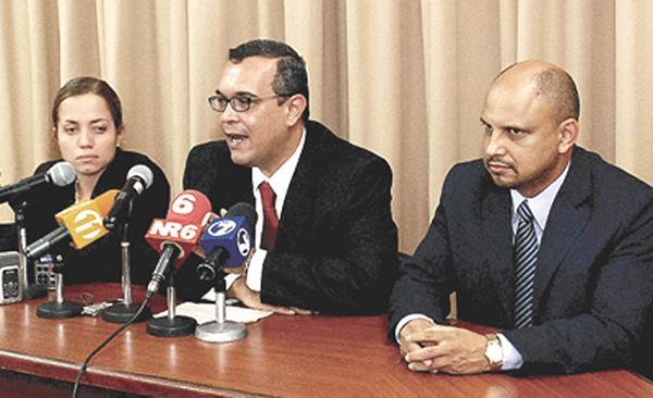 En las próximas horas Rita Chávez, Víctor Emilio Granados y Martín Monestel, diputados del PASE, le darían la adhesión a Johnny Araya