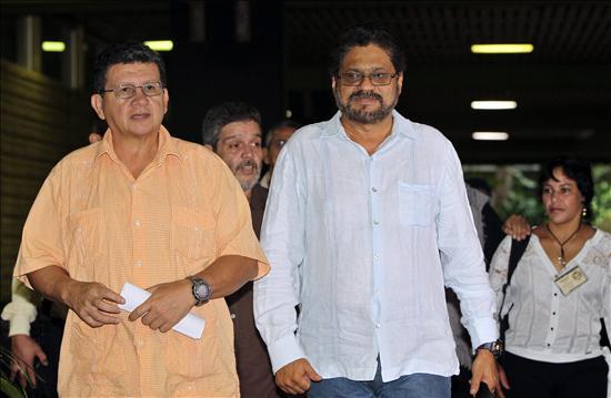 Los miembros de la delegación de las Fuerzas Armadas Revolucionarias de Colombia (FARC) en los diálogos de paz con el Gobierno colombiano Jorge Torres Victoria, alias