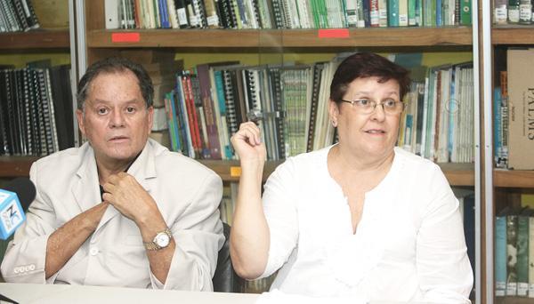 Enrique Rojas, abogado de la Fundación de los zoológicos se acompañó de Yolanda Matamoros, administradora del Simón Bolívar