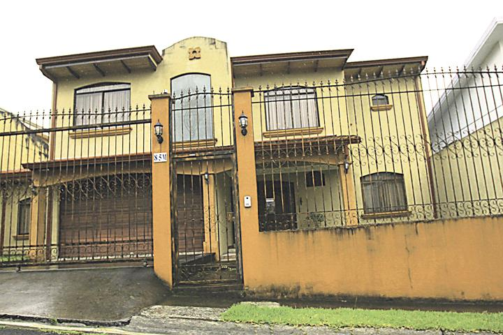 Esta casa de lujo según Irene B, fue construida con recursos del Estado y está valorada en casi $1 millón (¢500 millones)