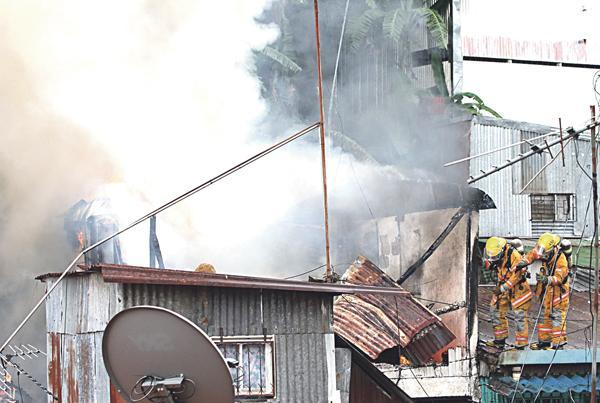 Los bomberos lograron aplacar las llamas rápidamente