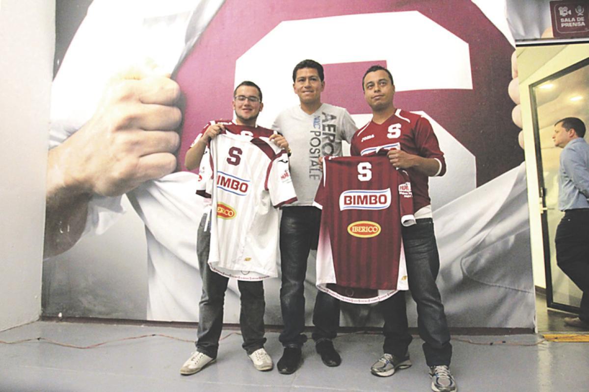 Christopher Jiménez y Eduardo Pineda son los ganadores de una promoción que el Deportivo Saprissa realizó por medio de su perfil de Facebook. Ambos son asociados a la institución morada y por ello rec