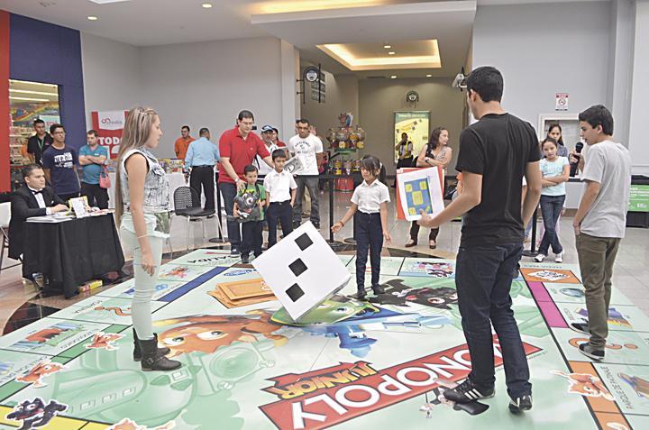 Diario Extra Ninos Disfrutaron Juegos Gigantes