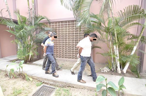 Dentro de los Tribunales de Justicia de Liberia los sospechosos fueron dirigidos a la sala de juicios para la audiencia de medidas cautelares