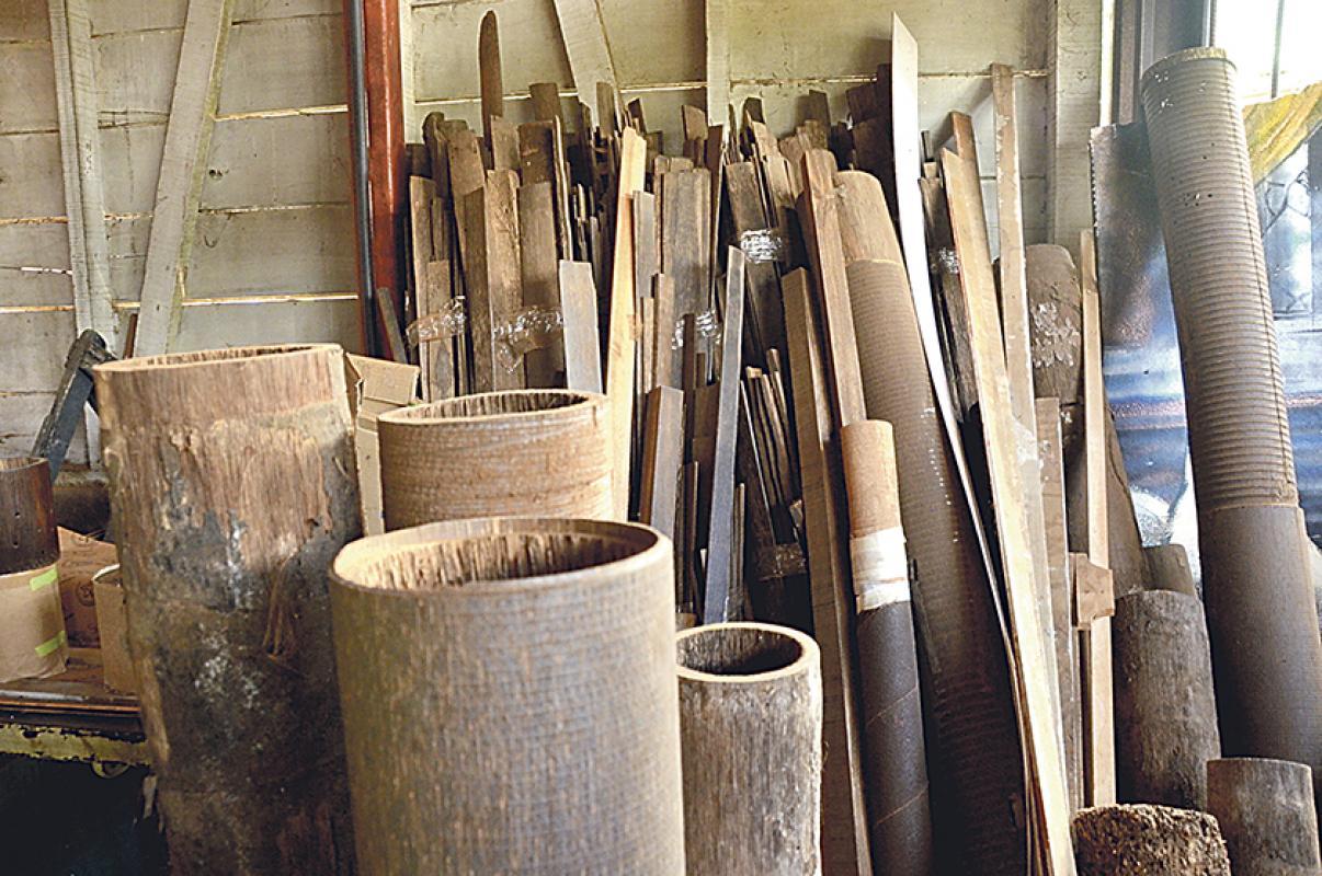 Diario extra hace muebles con palma de pejibaye - Muebles en palma ...