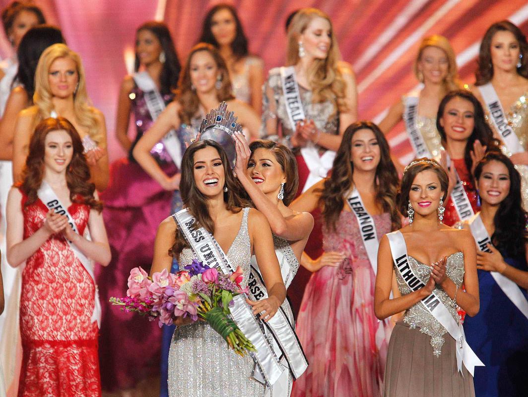 Karina Ramos queda vestida y alborotada en Miss Universo