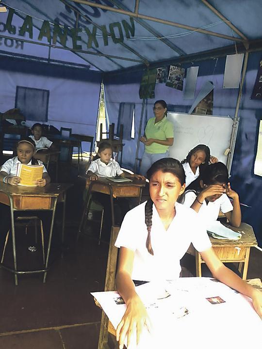 Diario extra comienzan clases bajo toldos - Clases de toldos ...