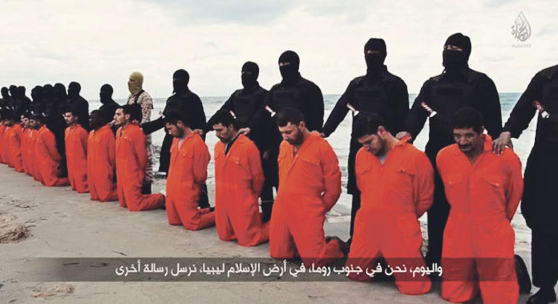 En la grabación se ve a unos rezando Decapitan 21 egipcios cristianos