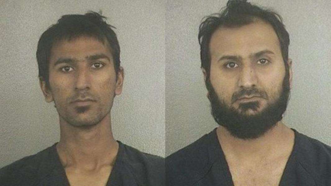 Condenan a 35 y 20 años de cárcel a dos paquistaníes por plan terrorista De izda. a dcha., Raees Alam Qazi y Sheheryar Qazi, posan para la ficha policial tras su detención. EFE