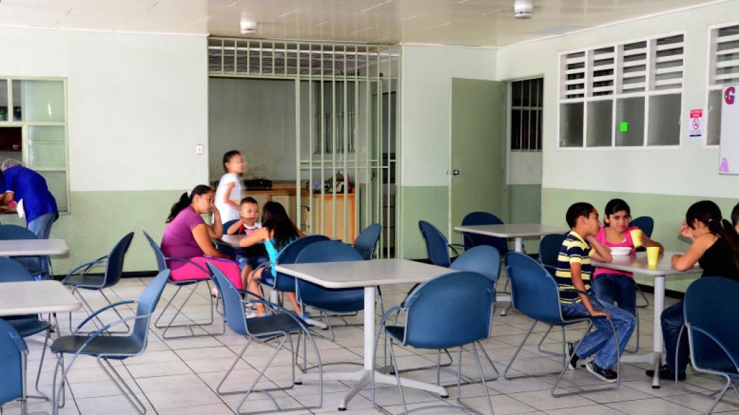 Diario extra cena a favor de comedor infantil de cartago for Comedor infantil