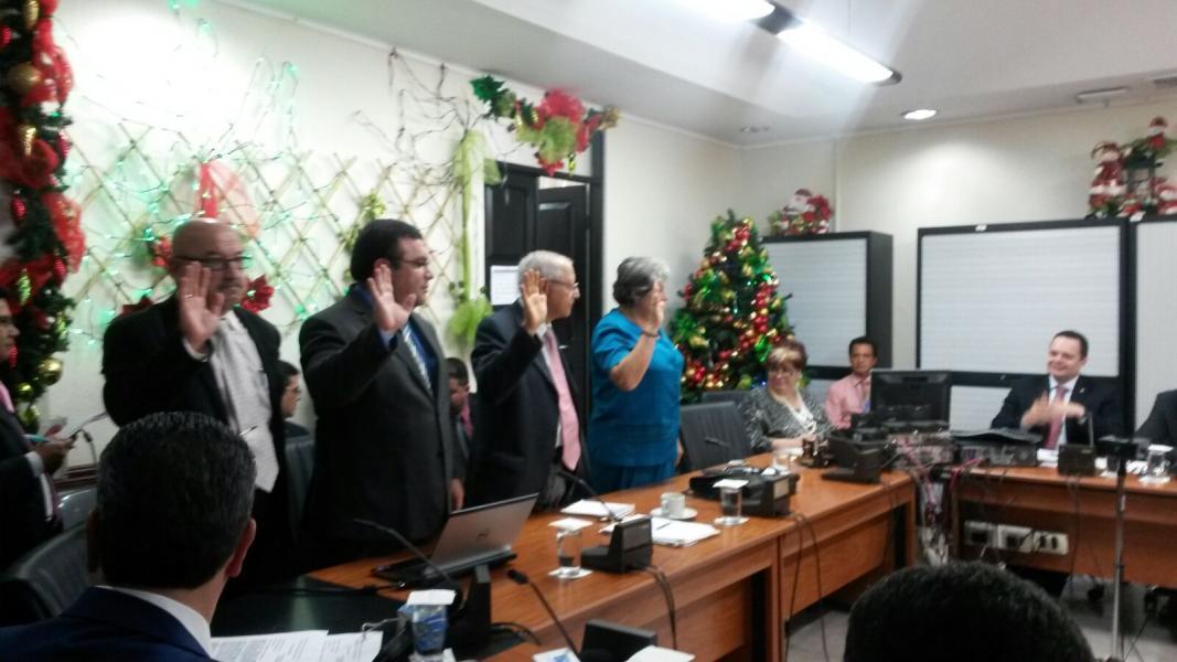 Diputados acusan a Hacienda de cobro ilegal y piden suspensión de marchamo