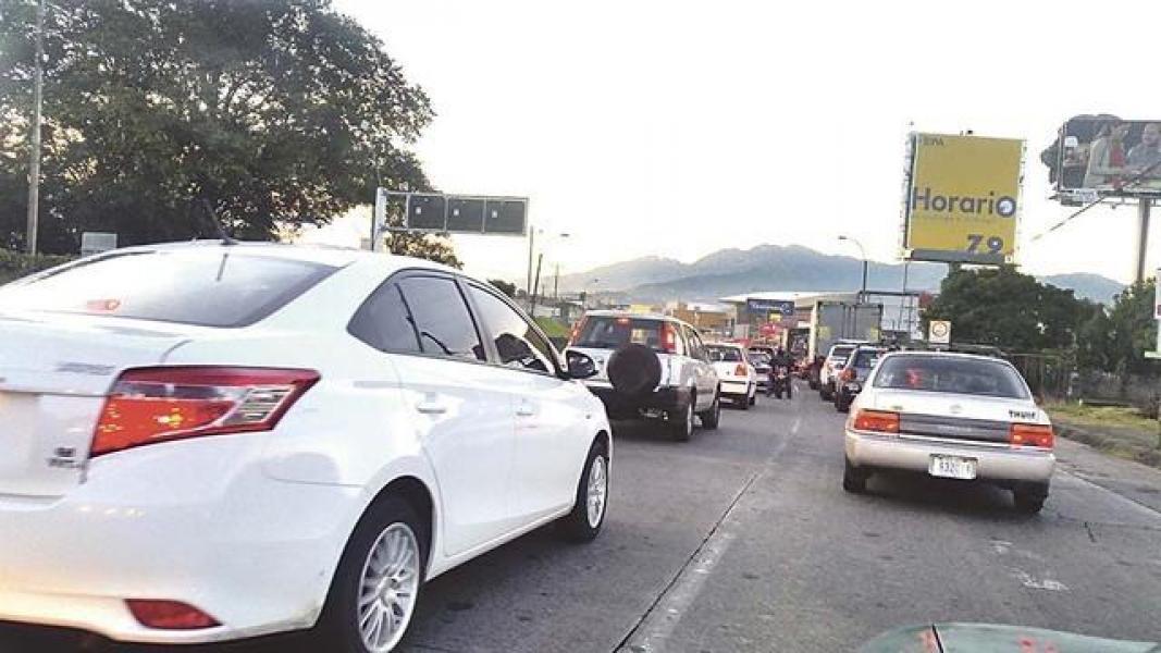 Hacienda defiende fórmula para calcular monto del impuesto a  vehículos