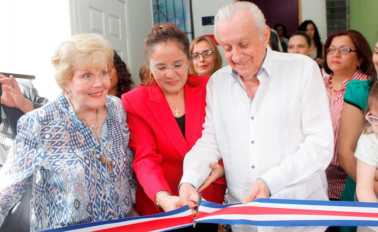 Inauguran centro  médico William Gómez