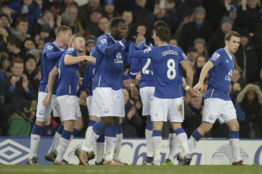 Bryan Oviedo jugó 90' en goleada del Everton