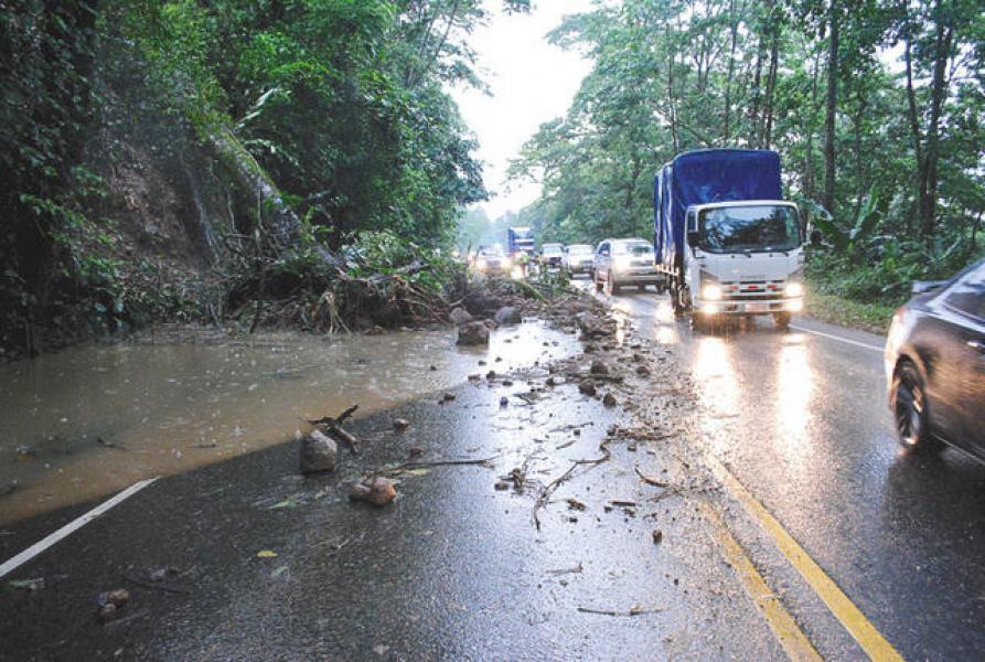 Cierran la Ruta 32 por derrumbes