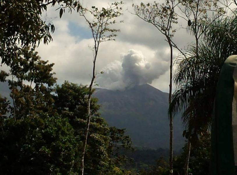 Vecinos de la zona tomaron algunas fotografías de la erupción.