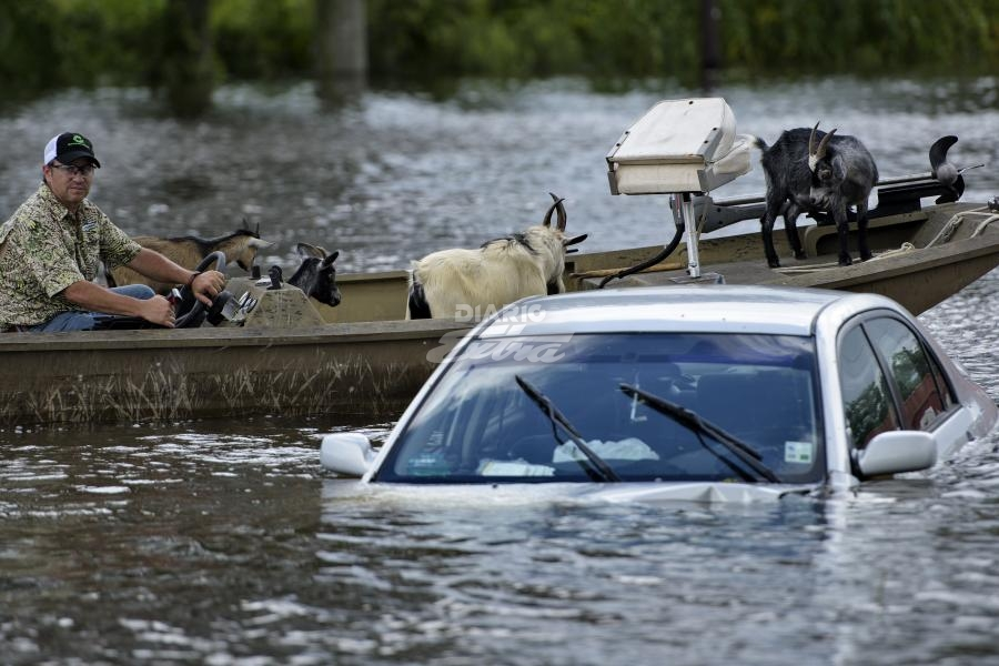 Trump critica a Obama por ausencia en Louisiana tras inundaciones