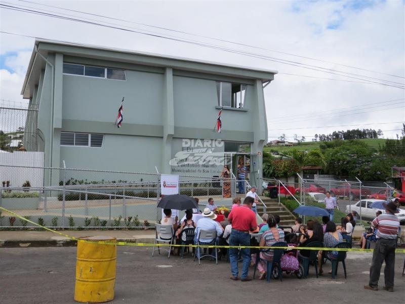 Diario extra municipalidad inaugura edificio para for Oficina de bienestar social y familia