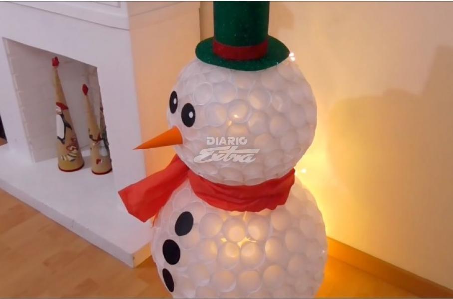 Diario Extra Cree Un Muñeco De Nieve Con Vasos Plásticos