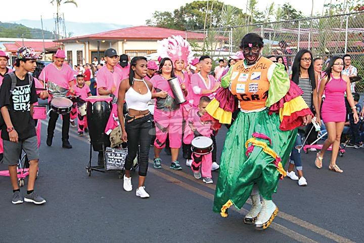 Diario Extra - Palmares vibra a ritmo de carnaval