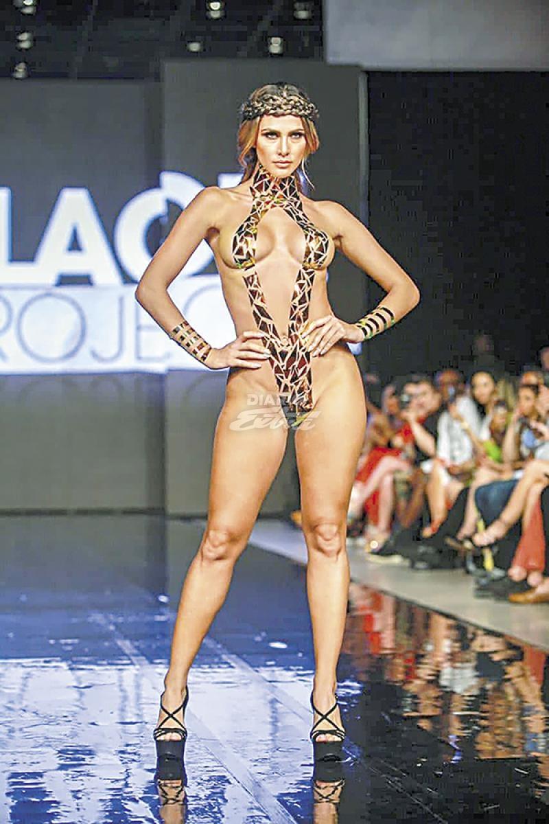Diario Extra Ex Miss Cr Desnuda En Pasarela
