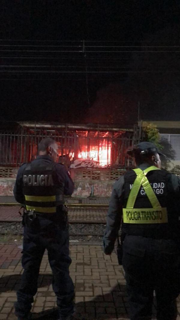 Casa desmantelada se incendia en Cartago - Diario Extra Costa Rica