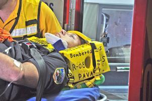 Un oficial de apellido Agüero fue llevado al Hospital San Juan de Dios tras chocar en su moto al salir del trabajo