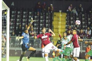 Jonathan Moya se estrenó como goleador con la camiseta morada en la sufrida victoria ante Limón F.C.