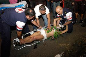 """Cruzrojistas atendieron a """"La Cofi"""", que presentaba golpes en la cara, los brazos y otras partes"""