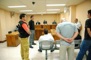 El Tribunal Penal de Heredia sentenció a 80 años de cárcel a dos hombres, quienes fueron custodiados por personal de cárceles del OIJ