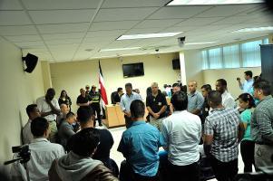 Leyeron la sentencia minutos después de las 10 a.m. ante la presencia de más policías que familiares de ambas partes