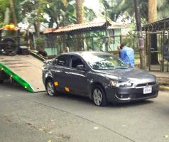 Este es el supuesto Mitsubishi Lancer donde viajaron los heridos y el OIJ decomisó