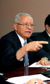 El ministro Helio Fallas dijo que los diputados deben acelerar proyectos que contribuyen a bajar el déficit