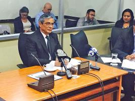En media audiencia, el fiscal Jorge Chavarría salió tras recibir la notificación