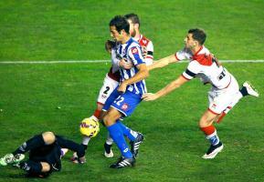 Celso Borges aprovechó una mala salida del guardameta del Rayo Vallecano para lograr su primera anotación con el Deportivo de La Coruña