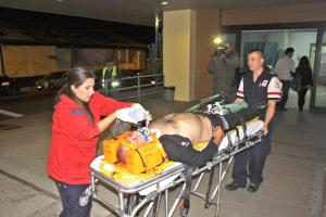Lo atendieron miembros de la Cruz Roja, quienes no lograron identificarlo