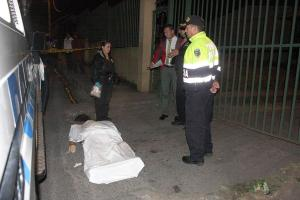 El cuerpo de Rafael Umaña Vargas quedó tendido en la calle