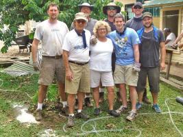 El grupo posó para DIARIO EXTRA: Robert Powell, Mark Hicks, John Coplin y sus hijos Brent, Drean y Matthew; Gary Stewart y su esposa Lydia.