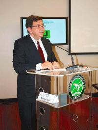 La negativa de Rosendo Pujol, ministro de Vivienda, para aprobar proyectos motivaron la solicitud de Guevara
