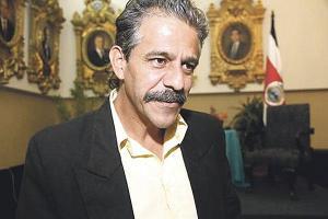 A inicios de febrero, Vargas anunció que dejaba su curul por asuntos de salud