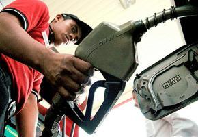 Los ticos recibirán marzo con aumento en los combustibles