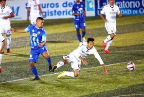 Jeaustin Campos afirmó que el equipo debe mejorar la parte mental si quiere hacer un partido digno en el Estadio Azteca. (Foto: Herbert Arley)