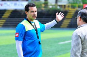 En Cartaginés se muestran preocupados por el accionar del equipo en el torneo por lo que la dirigencia llamó a cuentas al técnico, Enrique Meza