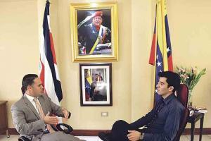 En la entrevista Arias sostiene que no exagera al denunciar la persecución contra el gobierno de Maduro porque hay infiltrados y atentados en Venezuela