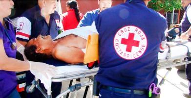 Hermógenes Aragón, de 70 años, sufrió amputación de su mano izquierda y varias heridas con machete en un pleito con un colega cuidatráileres