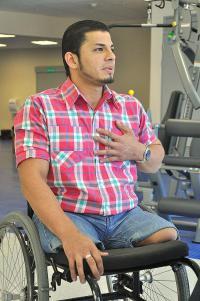 Randall Mungía, pese a que perdió las piernas cuando un tráiler lo atropelló, no pierde la fe ni la esperanza sino que es un ejemplo de fortaleza y lucha