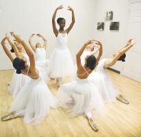 Las alumnas poseen gran  habilidad en la técnica del ballet