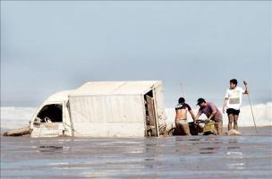 Algunos vehículos quedaron atrapados en las aguas